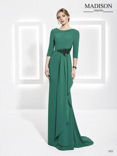 b74ecd2d6 Vestido largo de fiesta verde con drapeado Trajes De Madrina