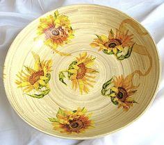 Platou bambus, model floarea soarelui, design aplicat direct pe bambus Decorative Plates, Tableware, Kitchen, Model, Design, Home Decor, Bamboo, Dinnerware, Cooking