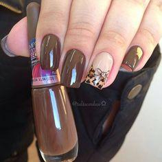 Dark brown with one nail design nail art unhas decoradas simples e lindas, unhas decoradas Great Nails, Love Nails, How To Do Nails, My Nails, Color For Nails, Fall Nail Colors, Beautiful Nail Polish, Beautiful Nail Designs, Feather Nails