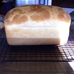 The best tips for bread machine bread. Find trusted bread machine recipes for white bread, wheat bread, pizza dough, and buns. Amish Bread Recipes, Bread Maker Recipes, Dutch Recipes, German Recipes, Portuguese Sweet Bread, Amish White Bread, Amish Friendship Bread, Bread Rolls, Naan