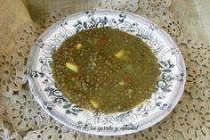 CON GORRITO Y DELANTAL: Lentejas con curry