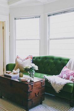 Green Sofa Design Ideas & Pictures For Living Room - Home Decoration Home Living Room, Living Room Decor, Living Spaces, City Living, Sofa Design, Capitone Sofa, San Francisco Houses, Interior Decorating, Interior Design