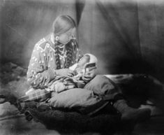 Blackfoot Mother and child, names and date unknown.