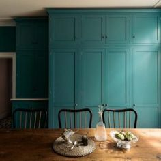 Bold, different and daring yet in the same breath it almost feels quiet, understated and timeless. The Upminster Kitchen by deVOL. Shaker Style Kitchen Cabinets, Shaker Style Kitchens, Kitchen Cabinet Styles, Kitchen Cupboards, Kitchen Backsplash, Devol Shaker Kitchen, Devol Kitchens, Kitchen Pantries, Farmhouse Kitchens