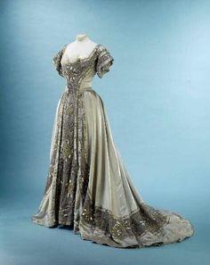 Blue Hydrangeas Robe, Lyliane Degrâces  Galliera  Roger-Viollet, 1897 source via pinterest