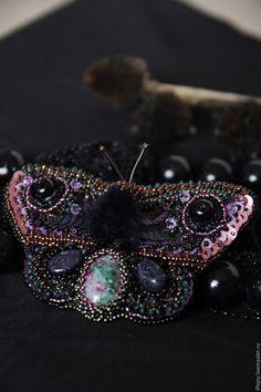Купить Брошь из бисера с натуральными камнями и хрустальными бусинами. - комбинированный, черный, сиреневый, фиолетовый