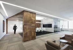 Яркий дизайн офиса компании Broccolini Construction в Монреале