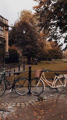 the streets of Cambridge City Aesthetic, Brown Aesthetic, Autumn Aesthetic, Travel Aesthetic, Aesthetic Vintage, Aesthetic Pictures, Picture Wall, Aesthetic Wallpapers, Light In The Dark