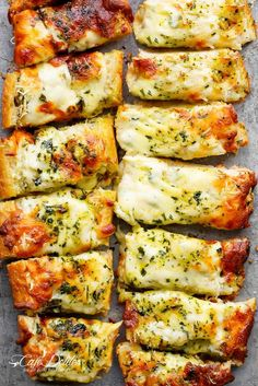 Easy Cheesy Garlic Bread - Cafe Delites on We Heart It Elegant Appetizers, Appetizers For Party, Cheese Appetizers, Appetizer Recipes, Appetizer Ideas, Dessert Recipes, White Pizza Dip, Smoked Salmon Sandwich, Bread Recipes
