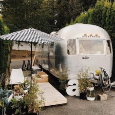 The Tin Can Homestead - Stunning Airstream Renovation & Alternative Living Airstream Living, Airstream Trailers, Travel Trailers, Camping Con Glamour, Airstream Renovation, Vintage Trailers, Vintage Campers, Vintage Airstream, Camper Life
