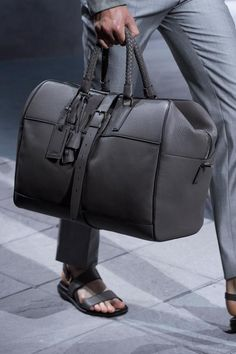 Do you know Why Holdall Bag has become an essential item for many gents with busy lifestyles?