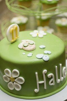 Posh Spa Party cake & other vital details Spa Party Cakes, Spa Cake, Spa Day Party, Girl Spa Party, Spa Birthday Parties, Birthday Ideas, Birthday Pins, 10th Birthday, Birthday Cake