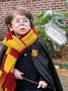 Harry Potter baby cosplayer...