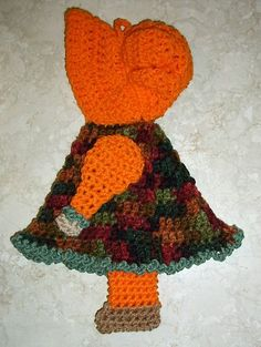 Vintage Look Sunbonnet Sue Doll Crochet Potholder New | eBay Oh my!  A crochet Sue potholder.  Beware if you want to take a closer look.  The listing has cute music, so don't look if you are at work! cute - cute - cute - gag - gag....