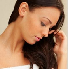como ajudar no combate e prevenção da caspa por Carol Celico