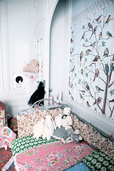Love the bold mixing of prints and patterns in this kids room