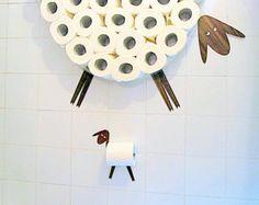 Ensemble : Étagère pour ranger des rouleaux de papier hygiénique et support de rouleau de papier toilette. Drôle Wall Decals mouton et agneau fait de différents types de placages