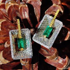 Diamond and Emerald earrings by Ricardo Basta Fine Jewelry - Gatsby inspired earrings, may birthday inspo for your favorite taurus