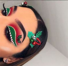 christmas makeup 25 Winter Makeup Looks to Get You in the Holiday Spirit - Skin amp; Makeup - Modern Salon christmas makeup 25 Winter Makeup Looks to Get You in the Holiday Spirit - Skin amp; Makeup Eye Looks, Eye Makeup Art, Crazy Makeup, Skin Makeup, Eyeshadow Makeup, Disney Eye Makeup, Eye Art, Winter Make-up, Cool Winter