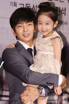 Lee Chae Mi was super cute at the Two Weeks press conference... Child actress Lee Chae Mi looked so cute during the recent press conference for KDrama Two Weeks (starring Lee Jun Ki and Park Ha Sun).