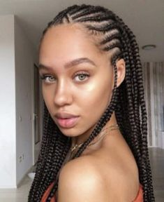 All styles of box braids to sublimate her hair afro On long box braids, everything is allowed! For fans of all kinds of buns, Afro braids in XXL bun bun work as well as the low glamorous bun Zoe Kravitz. Lemonade Braids Hairstyles, Box Braids Hairstyles, Girl Hairstyles, Scene Hairstyles, Hairstyles 2018, Latest Braided Hairstyles, African Braids Hairstyles Pictures, Curly Hair Styles, Natural Hair Styles
