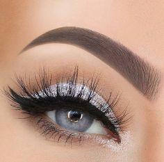 Silver Eye Makeup Looks to Try - Beauty Home - 40 Silver Eye . - Silver Eye Makeup Looks to Try – Beauty Home – 40 Silver Eye Makeup Looks You Must Try - Prom Eye Makeup, Silver Eye Makeup, Homecoming Makeup, Eye Makeup Tips, Skin Makeup, Eyeshadow Makeup, Bridal Makeup, Beauty Makeup, Makeup Ideas