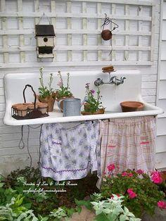 Potting sink in summer (Garden of Len & Barb Rosen)