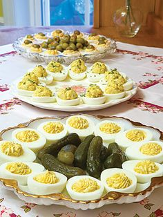Using a sharp knife, cut eggs in half lengthwise. Remove egg yolks and place in a bowl. Set aside egg-white shells. Finger Food Appetizers, Appetizers For Party, Finger Foods, Appetizer Recipes, Appetizer Plates, Egg Recipes, Cooking Recipes, Tapas, Good Food