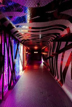 Disco club in Sao Paulo, Brazil, by Estudio Guto Requena and Mauricio Arruda Architects. Photography by Fran Parente. Pub Design, Restaurant Design, Nightclub Bar, Nightclub Design, Lounge Bar, Night Bar, Episode Backgrounds, Bar Interior, Pastel Interior