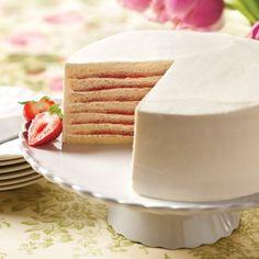 Strawberry Smith Island Cake- Thin layers of moist, white cake are layered with a light butter-cream frosting and fresh strawberry puree, with flavors that speak of spring and summer. Fruit Recipes, Desert Recipes, Baking Recipes, Cake Recipes, Mini Cakes, Cupcake Cakes, Cupcakes, Smith Island Cake, Eat Dessert First