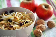 Kohlrabi-Apfel-Spaghetti mit Cranberries & Walnüssen