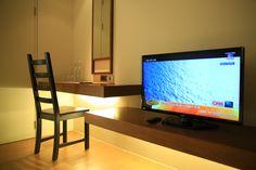 Flat Screen, Places To Visit, Blood Plasma, Flatscreen, Dish Display