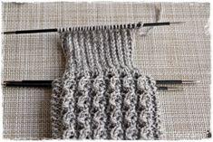 Suvikumpu: Pitsisukat Knitting Socks, Handicraft, Crochet, Fashion, Tights, Knit Socks, Craft, Moda, Fashion Styles