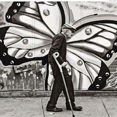 art,beautiful pictures,graffiti,old man,butterfly Street Photography, Art Photography, Graffiti Photography, Travel Photography, Photo Humour, Cool Photos, Beautiful Pictures, Amazing Photos, Urbane Kunst