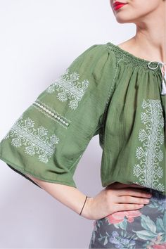 Cute top - love the design🌵💕 Embroidery Fashion, Modern Embroidery, Folk Fashion, Ethnic Fashion, Boho Outfits, Stylish Outfits, Embroidered Clothes, Traditional Fashion, Boho Gypsy