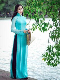 ao dai truyen thong Pakistani Dresses, Indian Dresses, Indian Outfits, Vietnamese Traditional Dress, Traditional Dresses, Vietnamese Dress, Kurta Designs, Blouse Designs, Stylish Dresses