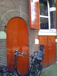 High Gloss exterior doors in burnt orange-- Interior Barn Doors, Exterior Doors, Exterior Paint, Exterior Design, Bordeaux, Fine Paints Of Europe, Living In Amsterdam, Front Entry, Front Doors