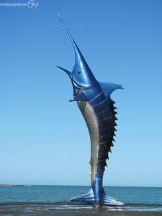 www.italianobrasileiro.com Guarapari (ES) - Monumento Marlim-Azul na Praia do Morro Foto: Erly Nunes Machado