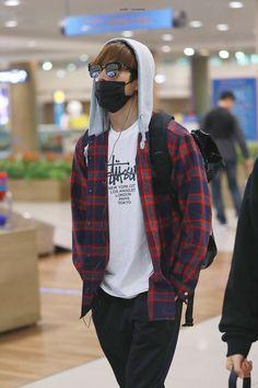 Stupid Face, Won Woo, Airport Style, Airport Fashion, Seventeen Wonwoo, Asian Actors, Rain Jacket, Windbreaker, Street Style