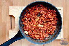 Recept na pravou boloňskou omáčku. Chili, Food And Drink, Soup, Lasagna, Chile, Soups, Chilis