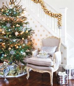 LOVE this Christmas tree, the wall paper, and the chair. OH MY GOD.