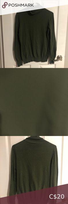 Banana republic turtle neck • medium banana republic green turtle neck • perfect for the holidays • lightweight Banana Republic Sweaters Cowl & Turtlenecks Cotton Sweater, Grey Sweater, Long Sleeve Sweater, Green Turtle, Chunky Wool, Banana Republic Women, Denim Button Down, Cable Knit Sweaters, Turtlenecks
