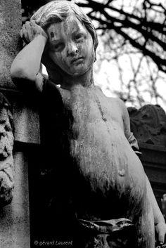 'The sad child', Père Lachaise Cemetery, Paris XX