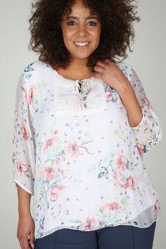 Paprika Druckbluse für 54,99€. Bedruckte Bluse, Viskose und Seide, Eine Bluse für einen trendigen Look!, Modell ist 1.8m bei OTTO