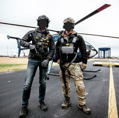 GarandThumb and T.REX Arms shooting hogs from a helicopter Military Dogs, Military Gear, Military Weapons, Tactical Armor, Tactical Life, The Division Cosplay, T Rex Arms, Special Forces Gear, Ancient Armor