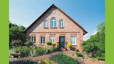 Haus-Westfalen-Klinker-Landhaus-Bauernhaus-klassisch-Ziermauerwerk-Fertighaus-Rundbogenfenster-Sandstein-Sprossenfenster-Holztür-Ansicht1-Eingang