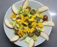 Descubriendo la comida: Ensalada de mango y manzana Cobb Salad, Salads, Cheese, Food, Mango Salad, Dinners, Home, Essen, Salad
