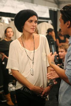 Erin Wasson Photos Photos - Desiger Erin Wasson talks to the media at Erin Wasson x RVCA Spring 2010 Fashion Show at Bryant Park on September 2009 in New York, New York. - Erin Wasson x RVCA - Backstage - Spring 2010 MBFW Erin Wasson, Hippie Mom, Thing 1, Models Off Duty, Boho Fashion, Winter Fashion, Style Icons, Hippy, Celebrity Style