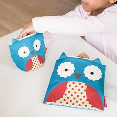 Reduce lunchtime plastic waste with these colourful Skip Hop Owl Zoo Reusable Sandwich & Snack Bag Set. Baby Direct, Zip Lock, Skip Hop Zoo, Snack Bags, Baby Wearing, Kids Meals, Baby Items, Plastic Waste, Plastic Bags