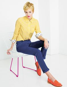Springy look with yellow button up, cobalt skinny jeans and coral loafers - love! How To Wear Loafers, Loafers Outfit, Pixie Cut Styles, Gamine Style, Floral Pleated Skirt, Preppy Girl, Pants For Women, Clothes For Women, Colors